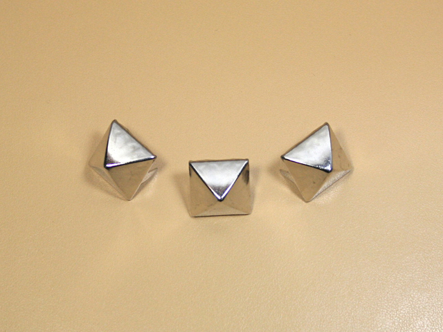 角ピラミッド