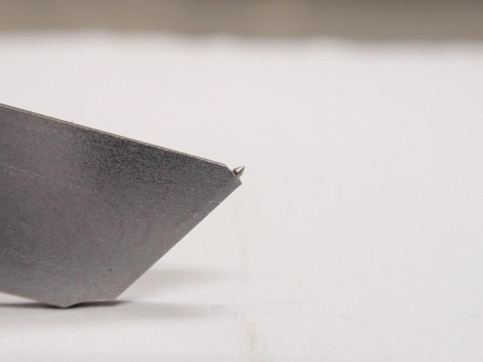 難削材(高純度のタングステン)を加工して業務用カッターの製作