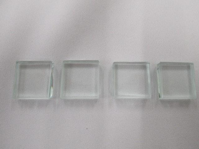 厚さ6mmのガラスをカットして断面を滑らかに加工