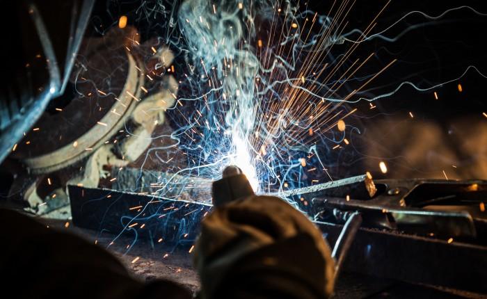 3つの代表的な金属加工方法とそれぞれの違いとは?杉原産業での製作事例と併せて解説